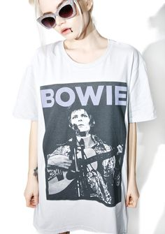 Life On Marz Tee wants to take you far away from this place, bb. This dope tee features a supa comfy light grey construction, oversized fit, and classikk David Bowie graphics across the front.