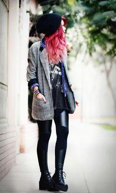 t shirt rock + pantalon en similicuir + chemise en jean + veste vintage