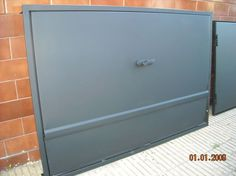 puerta tapa parrillas Parrilla Exterior, Big Green Egg Grill, Pizza Maker, Fireplace Cover, Filing Cabinet, Diy Furniture, Grilling, Bbq, Storage