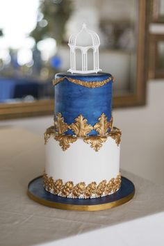 Royal Blue, Gold and White Grecian-inspired wedding cake! Sonje Ludwick Photography.