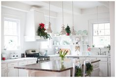 Christmas in the Kitchen {Seasonal Simplicity} - Amber Tysl Beautiful Kitchen Designs, Beautiful Kitchens, Christmas Design, Red Christmas, Holiday, Romantic Homes, Craft Night, Better Homes And Gardens, Cottage Homes