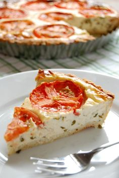 Make this delicious tomato basil pie with a crispy grain-free parmesan rosemary crust for dinner tonight! #HealthyRecipes #GlutenFree #GrainFree