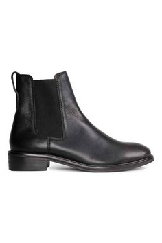 Leather Chelsea boots: PREMIUM QUALITY. Leather Chelsea boots with elastic gores in the sides, leather linings and insoles and rubber soles. Heel 3.5 cm.