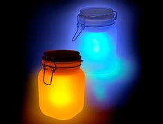 Made from a solar cell, a rechargeable battery, and a low energy LED lamp, the solar cell creates an electrical current that charges the battery over a few hours. The frosted mason jar diffuses the light, giving the glow. Solar Powered Lamp, Solar Lamp, Solar Lights, Led Lamp, Fairy Lights, Diy Solar, Sun Jar, Luminaire Led, Jar Design