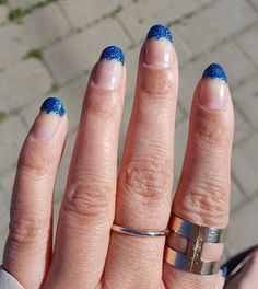 Essence holo rainbow kynsilakka sininen tokmanni juhlakynnet