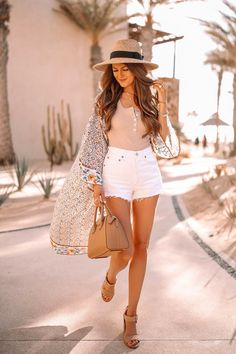 If you're looking for Spring's most versatile piece, try a kimono! Southern Curls & Pearls shares her styling tips for a kimono and where to get one. Casual Outfits, Fashion Outfits, Womens Fashion, Greece Outfit, White Summer Outfits, Southern Curls And Pearls, Beige Top, Short Kimono, Sexy Legs