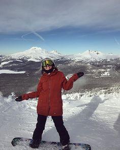 Thanks @mthoodtwentysix for the 2017 Bataleon Distortia! Been a sweet board to ride this summer and winter on Hood and Bachelor! #bataleon #oregon #mthood26 #mtbachelor #snowboarding