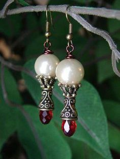 Earrings Handmade Christmas earrings - How to make crystal tree earrings – or any type of earring with wrapped loops (source)Jewelry Making – Holiday Pearl Jewelry, Wire Jewelry, Beaded Jewelry, Vintage Jewelry, Garnet Jewelry, Diy Collier, Christmas Earrings, Homemade Jewelry, Christmas Jewelry