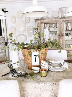 Spring Basket Centerpiece – Farmhouse Spring Tablescape