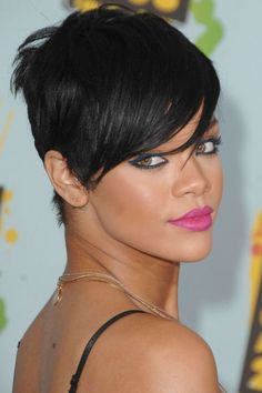 Rihanna has tried it all when it comes to hair makeovers — see every style she's rocked, from pixie to flowing mane, since bursting onto the scene in the Rihanna Hairstyles, Prom Hairstyles For Short Hair, Hairstyles With Bangs, Short Hair Cuts, Short Hair Styles, Bang Hairstyles, Classic Hairstyles, American Hairstyles, Pixie Haircuts