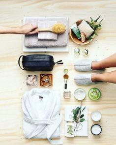 Spa Day: Detox para o Ano Novo - Beauty Massage Place, Good Massage, Facial Massage, Spa Facial, Massage Room, Neck Massage, Massage Chair, Beauty Dish, Flat Lay Inspiration