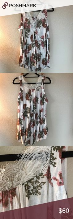 Free People slip dress Free people slip dress, in Greta condition w/ lace and floral detail. Free People Dresses Mini