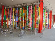 LACMA Los Angeles County Museum of Art HappyHappy by Choi Jeong-Hwa inspiration for hangings in backyard Volume Art, 15th Wedding Anniversary Gift, Lacma Los Angeles, Diy Tassel Garland, Plastic Art, Recycled Art, Repurposed, Outdoor Art, Installation Art