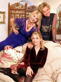 Sabrina Spellman (Melissa Joan Hart), Hilda y Zelda Spellman (Caroline Rhea y Beth Broderick respectivamente) en Sabrina La Bruja Adolecente