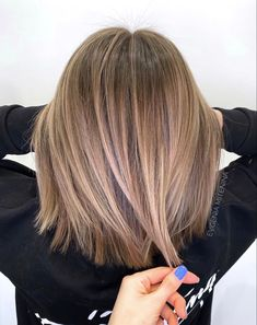 Amazing Balayaged Bob Haircuts for Women in 2020 Brown Blonde Hair, Light Brown Hair, Dark Hair, Medium Hair Styles, Short Hair Styles, Hair Color And Cut, Balayage Hair, Bronde Lob, Haircolor