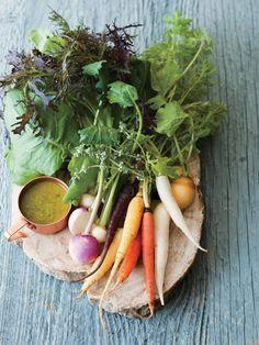 シンプルなサラダはドレッシングでちょっぴり主張を。ピスタチオとレモンの組み合わせにドキドキ。|『ELLE gourmet(エル・グルメ)』はおしゃれで簡単なレシピが満載! Gourmet Cooking, Gourmet Recipes, Vegan Recipes, Flower Food, Keto Meal Plan, Edible Flowers, Antipasto, Salad Dressing, Salad Recipes