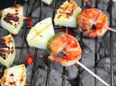 Grillezett rákfarok recept ananásszal: Mennyei finomság! Egy tökéletes grillen készült előétel. Ha nagyon sokan jönnek vendégségbe, önálló fingerfoodként is megállja a helyét a grillezett rákfarok. Remek recept! ;)
