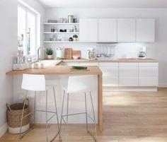 Cuisine Loft : structure en panneaux en fibres de moyenne densité épaisseur 19 mm. Façades revêtues de PVC finition blanc brillant. Poignée prise de main intégrée. A partir de 689 euros selon l'implantation type.
