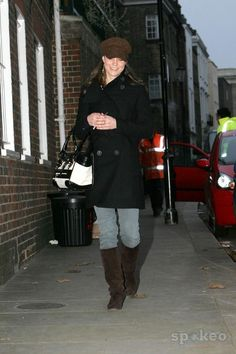 Kate Middleton leaving her house to go to work Kate Middleton Outfits, Middleton Family, Kate Middleton Photos, Kate Middleton Style, Duchess Of York, Duchess Kate, Duke And Duchess, Duchess Of Cambridge, Princess Style