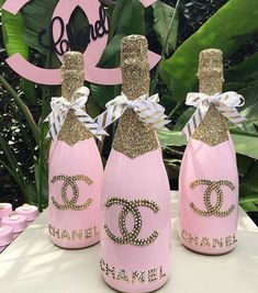 Awesome Home Decor Ideas on a Budget - Repurposed DIY Wine Bottle Crafts Chanel Party, Chanel Birthday Party, Birthday Bash, Birthday Gifts, Birthday Parties, Birthday Ideas, Chanel Baby Shower, Chanel Decor, Paris Party