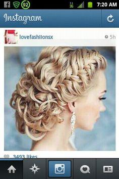 Such pretty wedding hair idea!