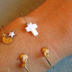 Le produit Bracelet doré croix en nacre et coquille st jacques est vendu par Vanille et Vega dans notre boutique Tictail.  Tictail vous permet de créer gratuitement votre boutique en ligne - tictail.com