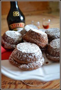 mini cake al cioccolato e baileys ~ Il dolce in tavola Mini Desserts, Dessert Recipes, Cake Calories, Baileys, Sweet Cakes, Mini Cakes, Diy Food, The Best, Cupcake