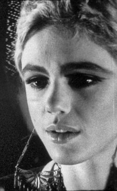 Patti Smith, Andy Warhol Pop Art, Poor Little Rich Girl, Edie Sedgwick, Chelsea Girls, Gone Girl, Yoko, Vogue, Style Icons