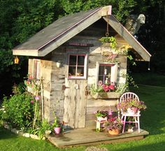 Garden shed Love this. I want a garden shed. Rustic Gardens, Outdoor Gardens, Modern Gardens, Garden Modern, Small Gardens, Garden Cottage, Home And Garden, Cottage Porch, Fairytale Cottage