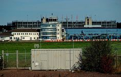 """Von Saarbrücken-Ensheim aus in die weite Welt fliegen. ... Hab ich schon des Öfteren getan. Im Prinzip ziehe ich aber Luxembourg-Findel vor. Und von dort dann über Frankfurt oder Zürich weiter. Aber SCN wird ich nie vergessen. War vor laaaanger Zeit mein allererster Flughafen.  <a href=""""http://de.wikipedia.org/wiki/Flughafen_Saarbrücken"""">http://de.wikipedia.org/wiki/Flughafen_Saarbrücken</a>"""