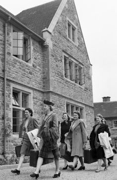 New WLA recruits arrive at the Northampton Institute of Agriculture to start four weeks training. According to the original caption, they get free board and lodging and 10 shillings personal allowance during training.