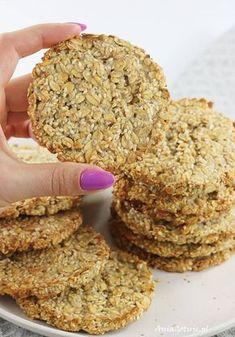 Ciastka owsiane fit. Fitness oatmeal cookies. Healthy Cake, Healthy Cookies, Healthy Sweets, Sweet Desserts, Sweet Recipes, Oatmeal Recipes, Food Inspiration, Cookie Recipes, Good Food