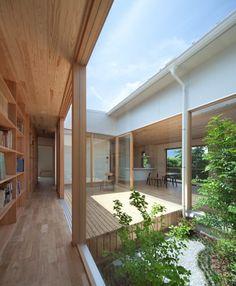 """[ 햇빛과 함께 살아가는 일본 단독주택 ] """"movedesign""""은 중정을 통해 햇빛&바람과 함께 일상을 보낼수..."""