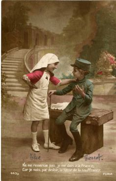 """Je suis, par devoir, soeur de la souffrance """"Ne me remercie pas..."""" : sur cette carte postale, le caporal Jules Gérard ajoute le prénom de ses deux enfants, sous les personnages : Elie pour la petite fille et Pierrot pour le garçonnnet."""