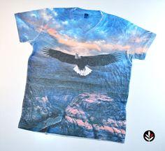 """Camiseta Decote """"V"""" Sublimação, peça da Coleção California Winter Dreams 2013 da Stanley."""