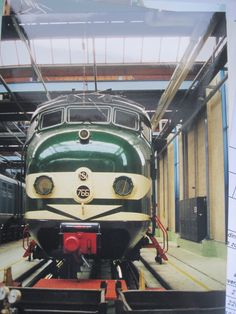 "The restored ""hondekop"" (materieel '54, 1956 - 1962) at Zaanstraat in Amsterdam #dutch #trains #ns"
