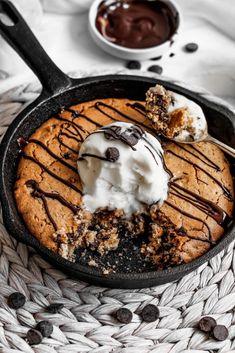 Vegan & gluten-free skillet chocolate chip cookie this vegan &a Skillet Chocolate Chip Cookie, Chocolate Crunch, Chocolate Chip Cookies, Chocolate Waffles, Skillet Cookie, Chocolate Chips, Gluten Free Desserts, Vegan Desserts, Vegan Gluten Free