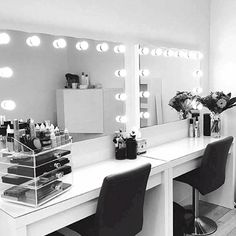 Daraus bestehen Make-up-Träume … – … Hollywood Glow Vanity Mirror LED-Lampen. So sind Make-up-Träume … – Makeup Vanity Lighting, Makeup Desk, Makeup Rooms, Diy Makeup, Makeup Light, Makeup Mirror With Lights, Make Up Mirror, Makeup Salon, Makeup Room Diy