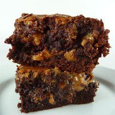 Fudge Brownies I Fudge Brownies, Brownie Bar, Chocolate Brownies, Cake Mix Desserts, Just Desserts, Dessert Recipes, Brownie Recipes, Chocolate Recipes, Perfect Brownie Recipe