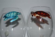 """6 verres à vin, à pieds """"Tortues marines"""" SUR COMMANDE, Peinture sur verre Opale Isis, sur Etsy de la boutique OpaleIsis sur Etsy"""