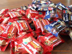 コストコでおすすめできるチョコレート商品をまとめました。バレンタインやプレゼントにぴったりですよ~! Costco, Minis, Snacks, Food, Butler Pantry, Appetizers, Eten, Meals, Miniatures