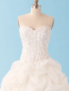 I love this dress! The top is gorgeous! This is the Sleeping Beauty dress of the Alfred Angelo Disney Collection