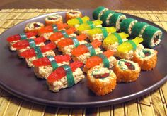Now this is sushi I would eat. Candy sushi made with Rice Krispie treats, Swedish fish, fruit by the foot and Twizzlers . think I will make these for syd's party at school :) Rice Crispy Treats, Krispie Treats, Rice Crispy Cake, Cute Food, Yummy Food, Tasty, Reis Krispies, Dessert Sushi, Sushi Party