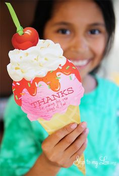 Best Teacher Appreciation Gifts : This printable ice cream cone makes the perfect end of year teacher gift. What a clever way to let your teacher know Halloween Party Appetizers, Healthy Halloween Snacks, Appetizers For Kids, Snacks Für Party, Halloween Food For Party, Easy Halloween, Party Fun, Party Ideas, Halloween Treats