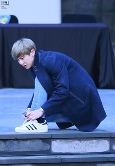 Chanyeol - 150414 Jeju Book & Music store fansign Credit: Some. (북앤뮤직 제주 팬싸인회)