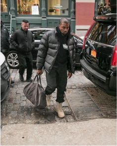 SPOTTED: Kanye West in The North Face, Honor Up and Yeezy  ||   http://pausemag.co.uk/2018/01/spotted-kanye-west-in-the-north-face-honor-up-and-yeezy/?utm_campaign=crowdfire&utm_content=crowdfire&utm_medium=social&utm_source=pinterest