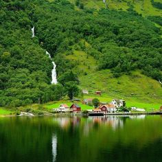 Norway can't get much greener than this!  #norway #norwegianescape #vikings #beautiful #green #waterfall #visit #getaway #getoutside #seetheworld #seeeverything #travel #trip #timeless #travels #timelesstravels