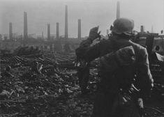 Солдаты 577-го пехотного полка вермахта на позиции у цеха №5 завода «Баррикады» в Сталинграде