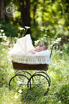 best ideas for baby girl photography outdoor newborn session Outdoor Baby Photography, Newborn Baby Photography, Children Photography, Vintage Baby Photography, Photography Props, Fashion Photography, Baby Poses, Newborn Poses, Newborn Session