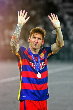 Lionel Messi Photos - Lionel Messi of Barcelona celebrates with his winners medal after victory in the UEFA Super Cup between Barcelona and Sevilla FC at Dinamo Arena on August 2015 in Tbilisi, Georgia. - Barcelona v Sevilla FC - UEFA Super Cup Barcelona Fc, Barcelona Players, Barcelona Football, Fifa 15, Fotos Do Messi, Neymar, Messi Messi, Messi Soccer, Messi 2015